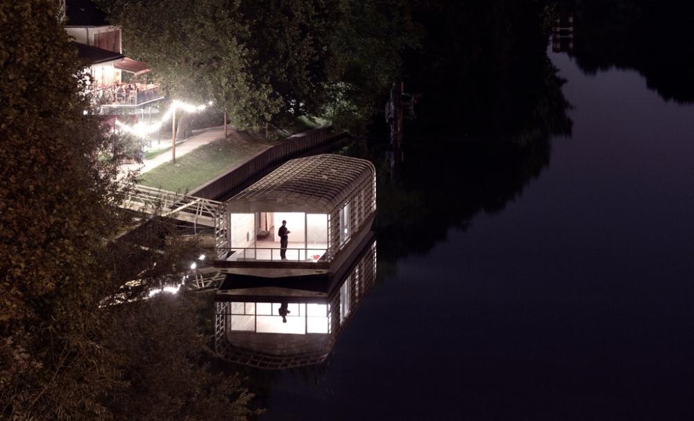 cneai_bouroullec_maison_flottante_nuit_3_bdf