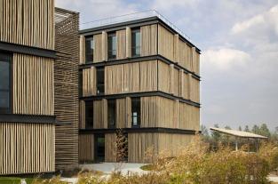 Immeuble de bureaux à Carré Sénart (77) fait par Monica Donati en 2011.